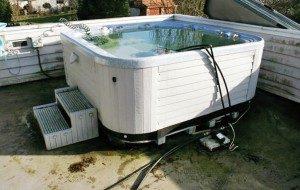 hot-tub-removal-e1396116247739-300x190