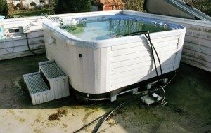 hot-tub-removal-e1396116247739-300x190